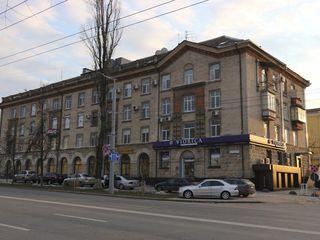 Centrul Chișinăului !!! Se vinde apartament cu 3 camere, etajul 2/3. Încălzire autonomă.
