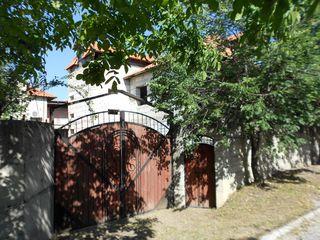 Pentru business sau locațiune. Stauceni, str.Tineretului, centru. Suburbia apropiată a Chișinăului.