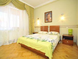 Centru, 2 odai, Apartament de Lux, 400 €