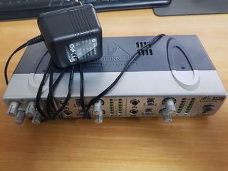 Профессиональный предусилитель для наушников Behringer AMP800 MINIAMP