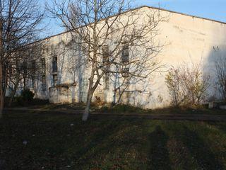 Se vinde sau se da in arenda incapere 400 m2 + teren in jur, centru ,or.rezina.pret negociabil