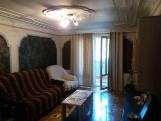 se vinde apartamen cu patru cameri la tricotasca
