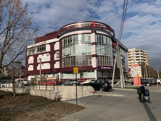 Centrul comercial Palmira vă propune spre închriere spațiul 20 pina 380 m2.