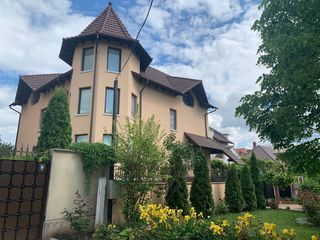 Se vinde - Casa moderna strada Gherman Pantea, 3 nivele, 300mp + 8 ari, pret negociabil