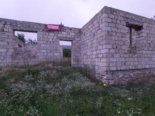 Casa in constructie,gaz,apa achitat,teren 9ari,posibil de procurat inca 6a alaturi