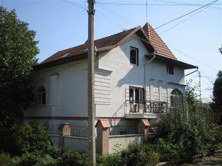 Сдается дом/ офис / близость к Центру! 900 евро 350 м. 3 этажа. 5 комнаТ