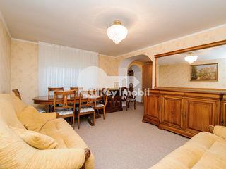 Chirie apartament 2 camere, 55 mp, casă la sol, Centru, str. Valea Dicescu 500 €