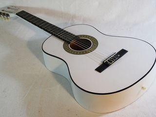 Белая гитара !