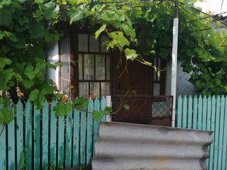 Срочно продам дом жилой дёшево есть гараж кухня сарай газ вода телефон свет в центре села