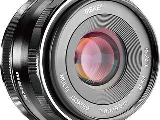 Meike 35mm APS-C F/1.7 pentru Canon.