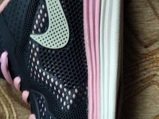 Продаю женские кроссовки 38 размера