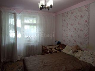 Продаём 2-х комнатную квартиру в посёлке Вадул-луй-Водэ в центре рядом с почтой.