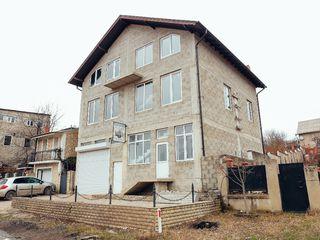 Spațiu comercial în 3 nivele, Chișinîu-Tohatin 300 mp.