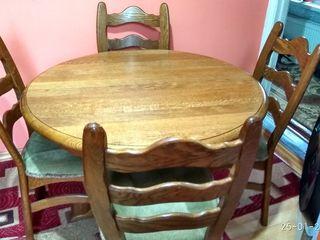 Стол  и стулья из дуба.