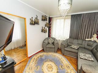 Se vinde apartament cu 4 camere, 70mp, cu garaj și subsol!