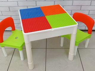 Столик и 2 стульчика пластиковый Лего с игрушками новый 999 лей.