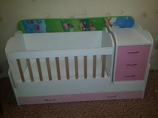 Детская кроватка - трансформер 3 в 1 в хорошем состоянии. В комплект входит матрас.