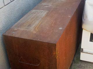 металлическая бочка на 390 литров. с краном . для нефтепродуктов.