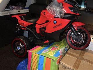 Motocicleta. Детский мотоцикл трехколёсный двухмоторный.