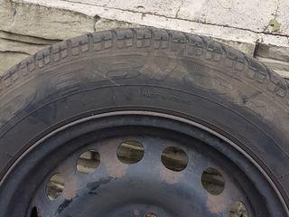 Всесезонные шины в хорошем состоянии