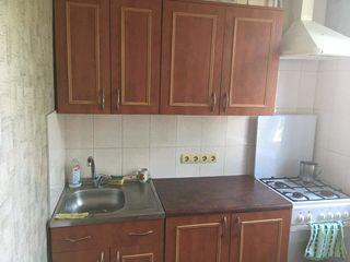 Chirie in Balti, apartament o cameră -150 EUR +serviciile comunale. Se da si pe zile/noapte si ore.