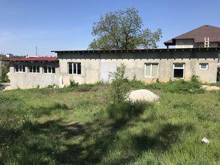 Se vinde construcții cu suprafata totala de 1000 m.p. (secție de producere, depozite).