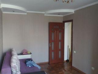 Продам 1 комнатную квартиру в хорошем состоянии. Двери и окна меняные с ремонтом, на 1 этаже пяти эт