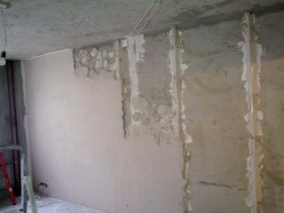 Штукатурка стен по маякам - стяжка пола - кладка - бетон