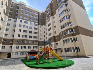 Vînd apartament 2 odai cu terasa