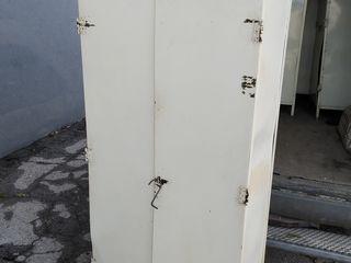 Металлический шкаф для инструмента