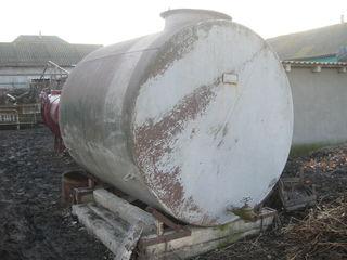 cisterna de 7 tone. cisterna. bocica. butoi. rezervor. stropitoare. irigare. nerjaveica. inox.