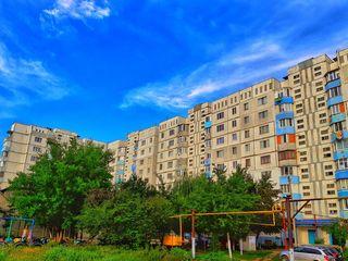 Se vinde urgent apartament cu 2 odai seria 143 in or.Straseni