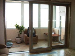 Раздвижные двери на балкон: стеклянные, пластиковые, фото.