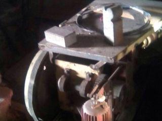 Гидравлический пресс -40 тон,токарный,сверлиный бу -2500 лей,фрезер,запчасти