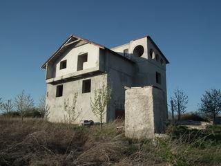 Casa la Suruceni, vind sau schimb pe apartament in Chisinau
