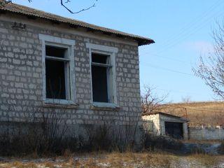 Vînzare imobil + teren adiacent, zonă liniștită 50000€