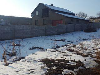 Foarte Urgent!!!!!! Vind 10 ari de teren  sub constructie r.Ialoveni s.Sociteni