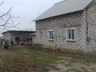 Buiucanii vechi,Durlesti,str voluntarilor17,in spate la moldexpo,6 ari,casa-80 metri,pret-30000 euro