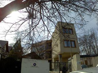 nelocativ centru siparat / отдельный офис в центре