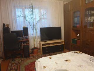Vind urgent apartament la Podul Volocii