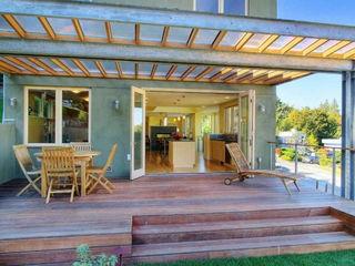 Террасы из дерева с поликарбонатом