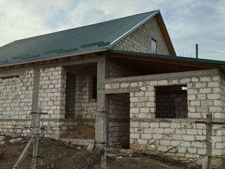 Vind casa de locuit în construcție.