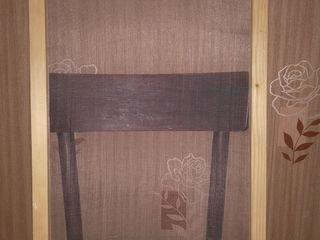 Рамка для окна или двери с маскитной сеткой.