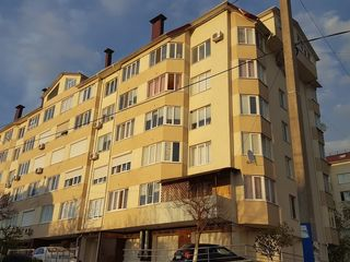 Vind apartament cu 3 dormitoare