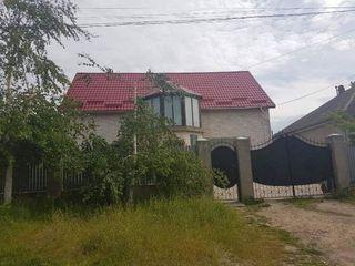 De vinzare casa nou construita cu II nivele, garaj, 6 arii de pamint