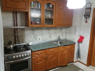 продаю/vand - Apartament 2 camere si living/ 2-х комнатная квартира в центре
