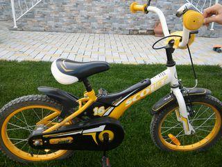 Pret negociabil. Bicicleta are si roti ajutatoare.