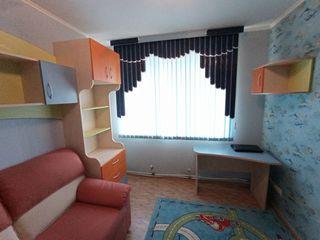 Vind toata mobila din camera, a fost procurata de la Iurii Bors,(starea noua)