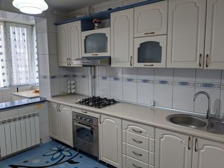 Apartament 3 camere, mobilat, tehnică de uz casnic  or. Strășeni