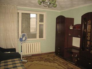 """Vînd Apartament 3 camere, Cahul, mag. """"Modern"""", complet mobilat, cu semnalizare de pază"""